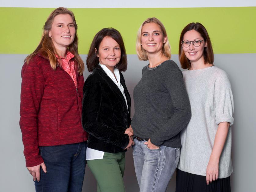 Frau Schreier, Frau Jungtorius, Frau Kicherer, Frau Sippel